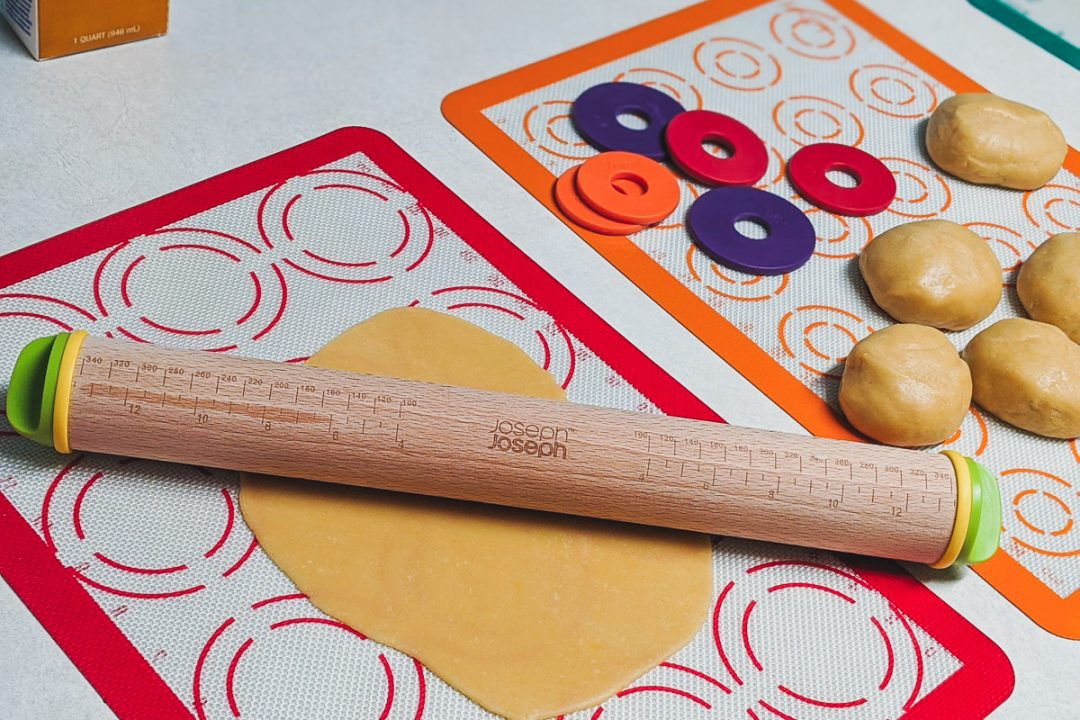 joseph joseph rolling pin and baking supplies