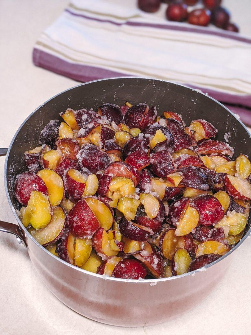 sugar on sliced plums